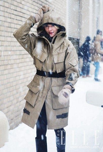 街拍达人示范雪天造型 迎风颤抖够带感!